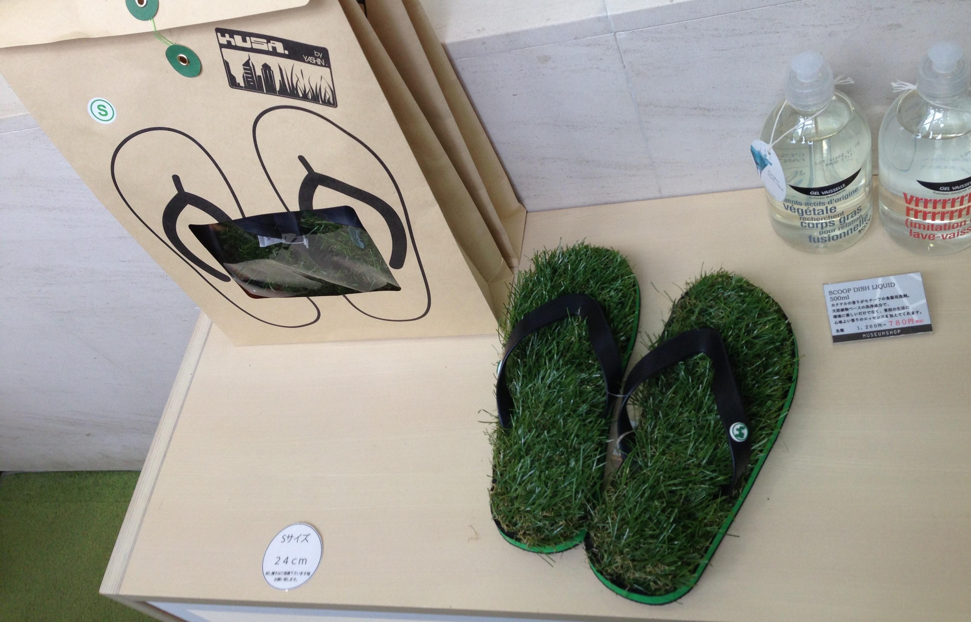 0123しらべぇ「芝生サンダル」写真