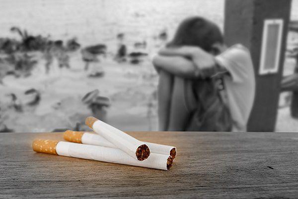 子供にたばこ