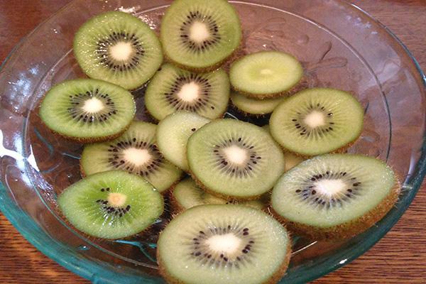 皮 キウイ ごと フルーツ