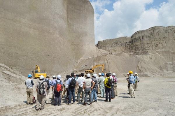 (写真は日本地質学会公式サイトのスクリーンショット)