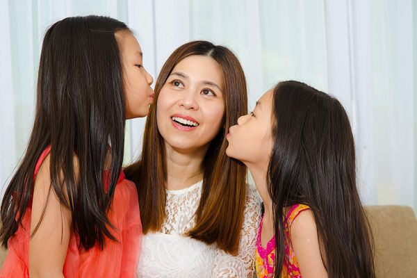 Asian girls kiss their mother