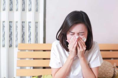 花粉症で早退した同僚、翌朝病院に行ったか聞くと… 「まさかの返事」に物議