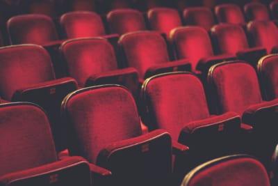 映画館で予約したシートから異臭 その正体に「スタッフに言ったほうが…」