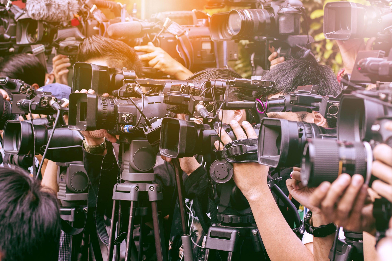 記者会見のカメラ