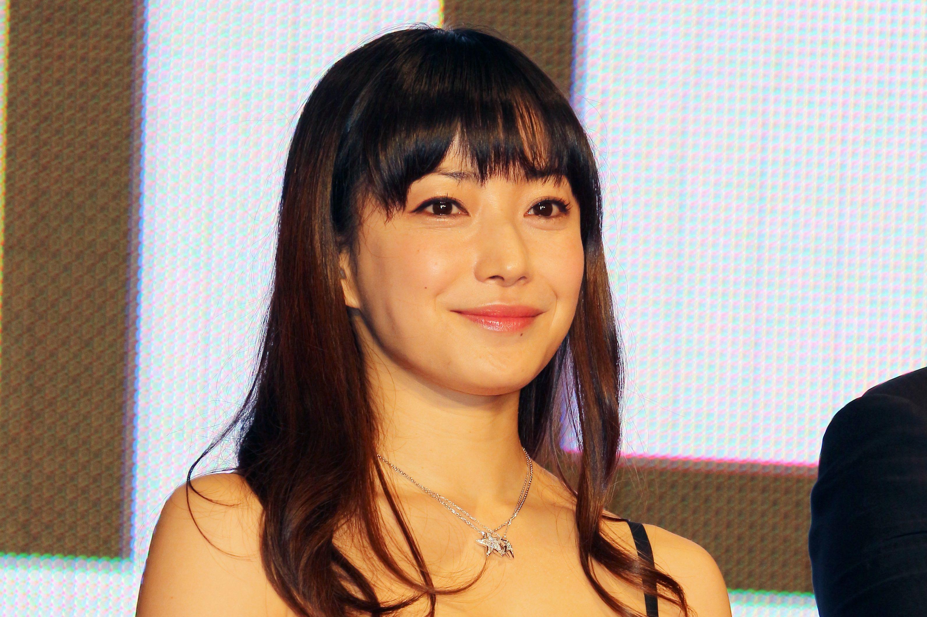 妊娠中の菅野美穂、『otona MUSE』オフショット公開 「美しい」と絶賛の声が集まる - 菅野美穂