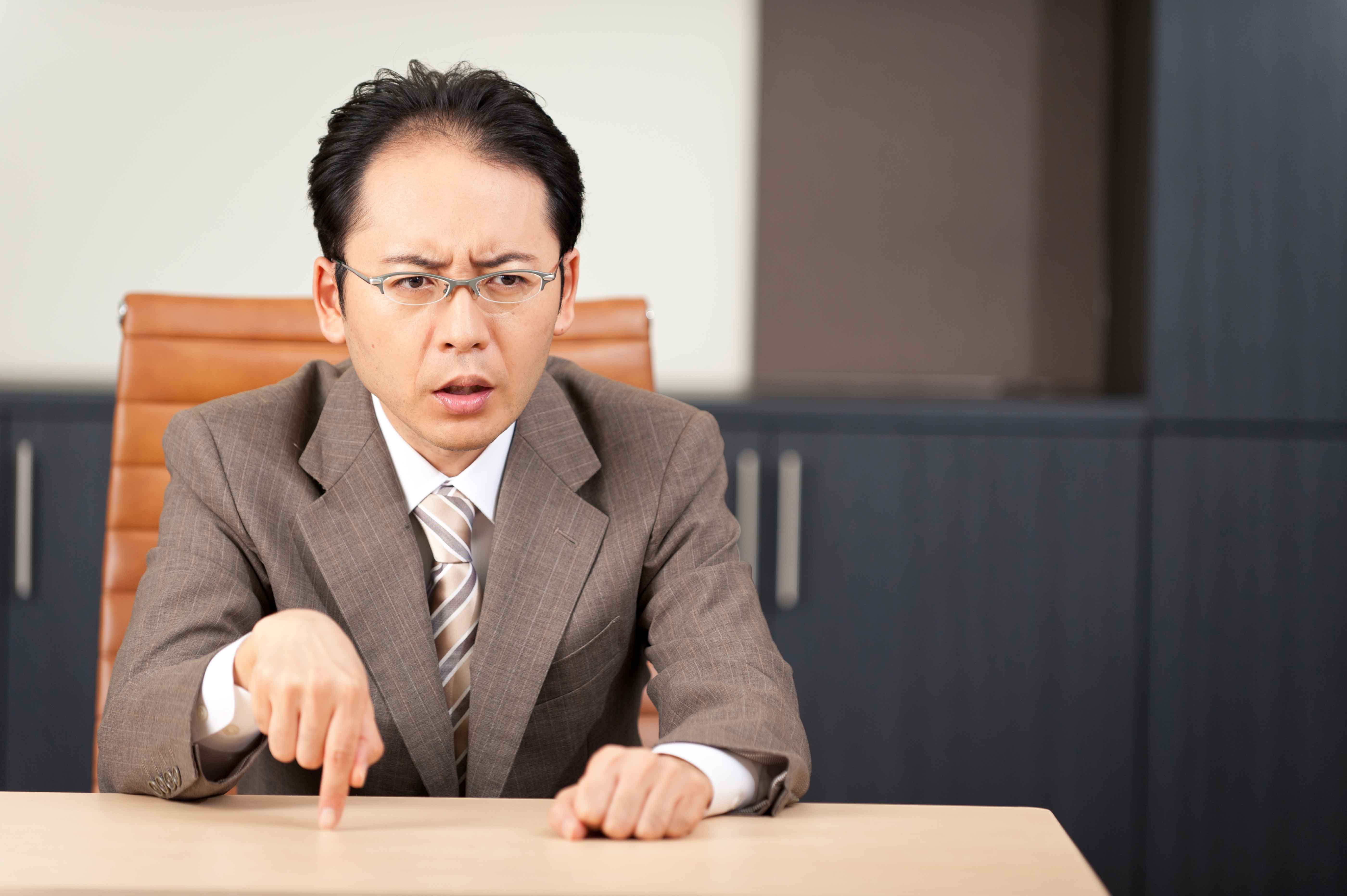 噂話好きのお局にパワハラ上司 職場で「怖い」と思ってしまう人の特徴4選