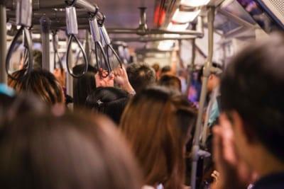 満員電車で自分の異変に気づいた女性 「あまりの出来事」に青ざめてしまう