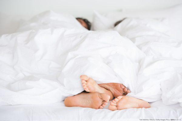 カップル・レス・足・寝室