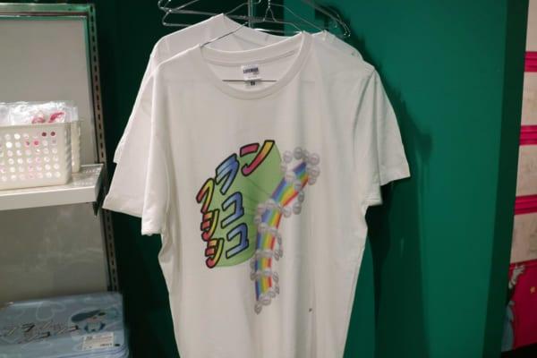 フランシュシュの「ゴミみたいにダサいTシャツ」も用意されている。\u2026なんでちょっと欲しくなるんだろう。
