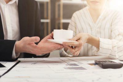 お茶出しを「男性社員がしてはいけない理由」とは… 先輩の一言に唖然