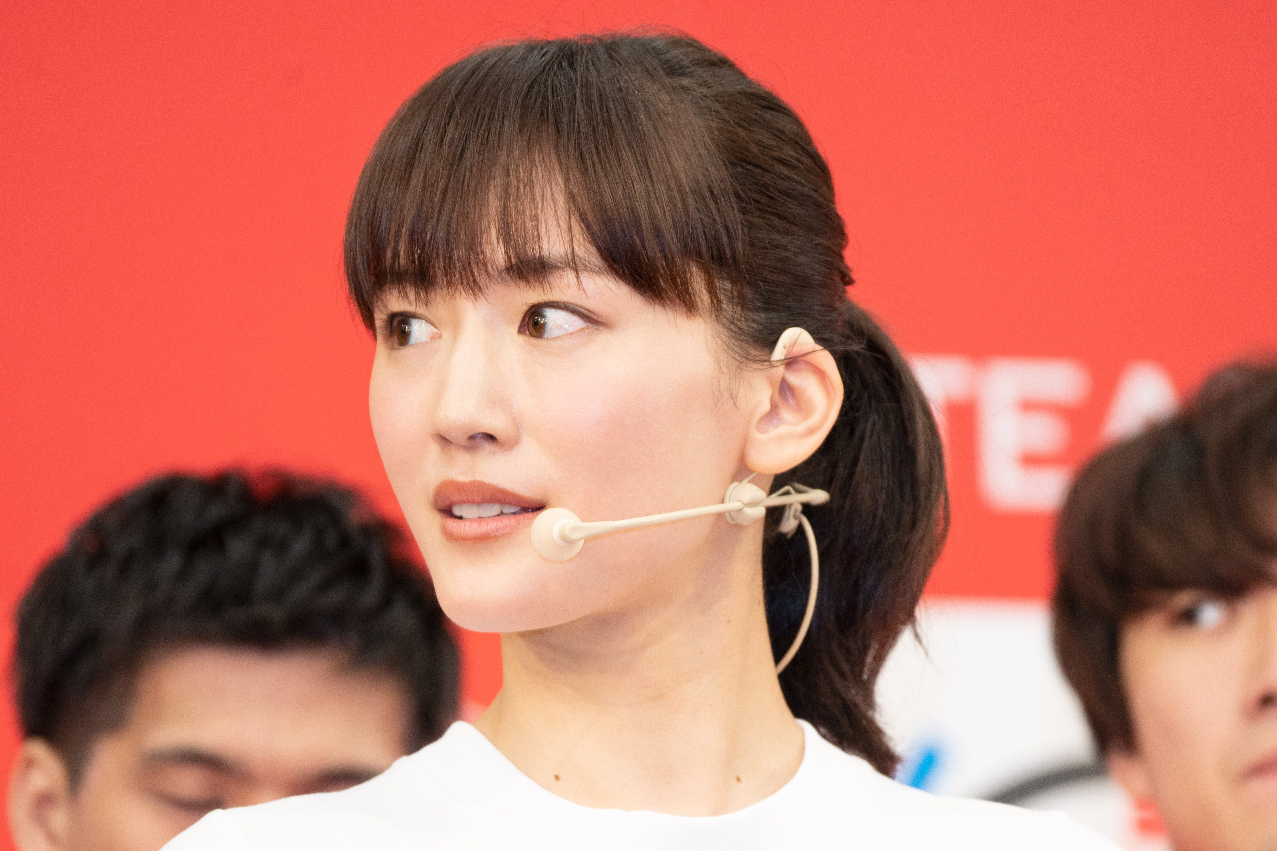 綾瀬はるか、北島康介とトーチキス 聖火リレー体験では「興奮した」と笑顔 - 綾瀬はるか