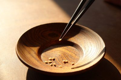 「お箸の持ち方がおかしいとお嫁にいけん」論争勃発 箸メーカーの取り組みを取材