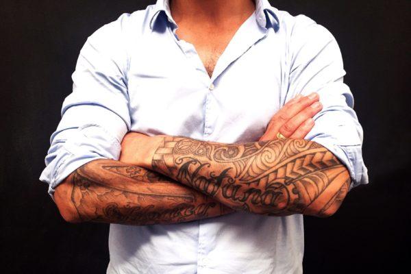 顔全面に怖いタトゥーの被告人 弁護人がひと言…