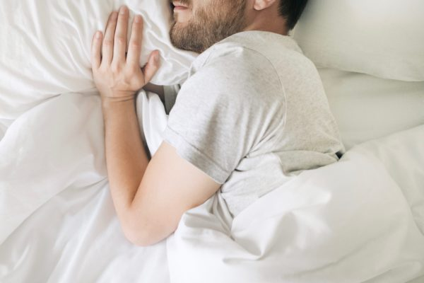 男性 ベッド