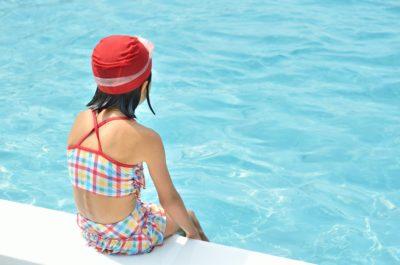 プール 女児