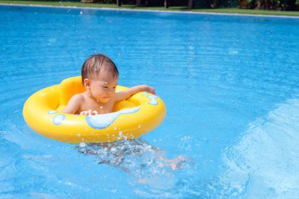 プール子供