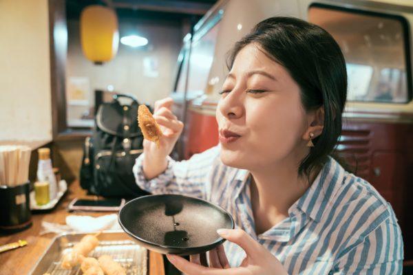 食事女の人