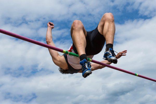 顔の高さのマットへ飛び乗った 立ち高跳びで165センチの世界記録達成 ニュースサイトしらべぇ