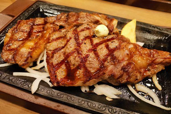 『いきなりステーキ』と『ステーキガスト』どちらがお得? 高級部位で比較