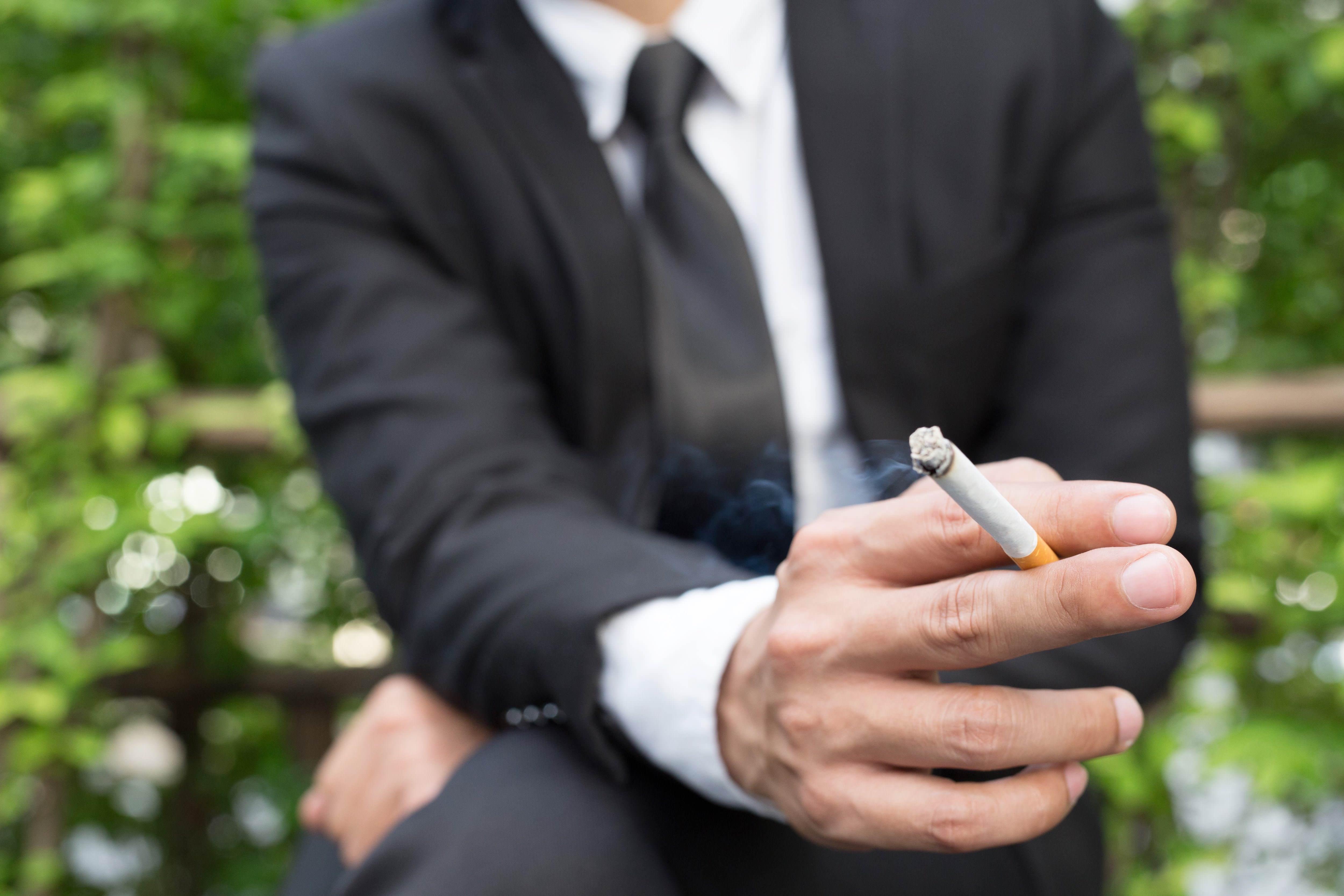 喫煙・男性・タバコ