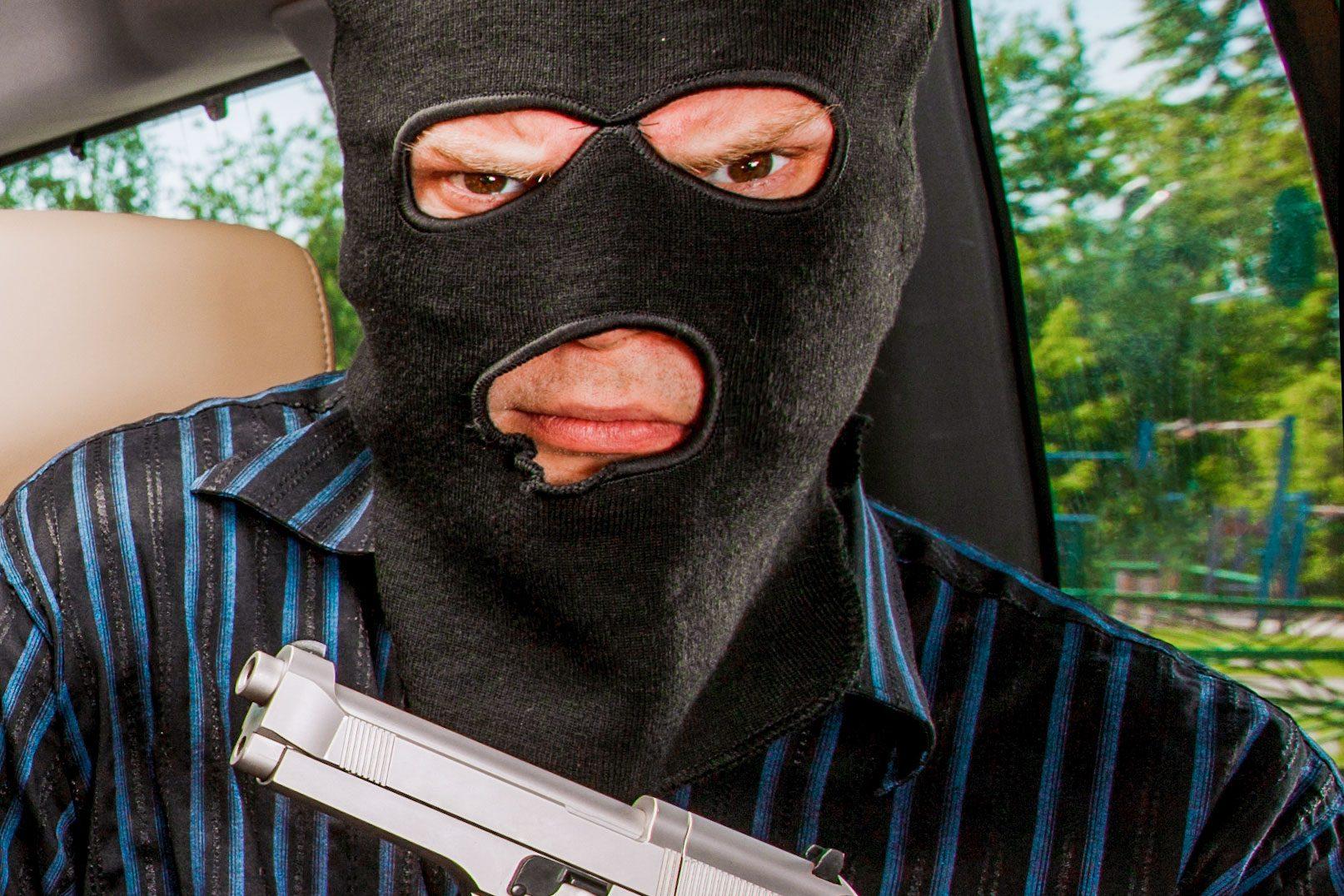 銃を持った犯人