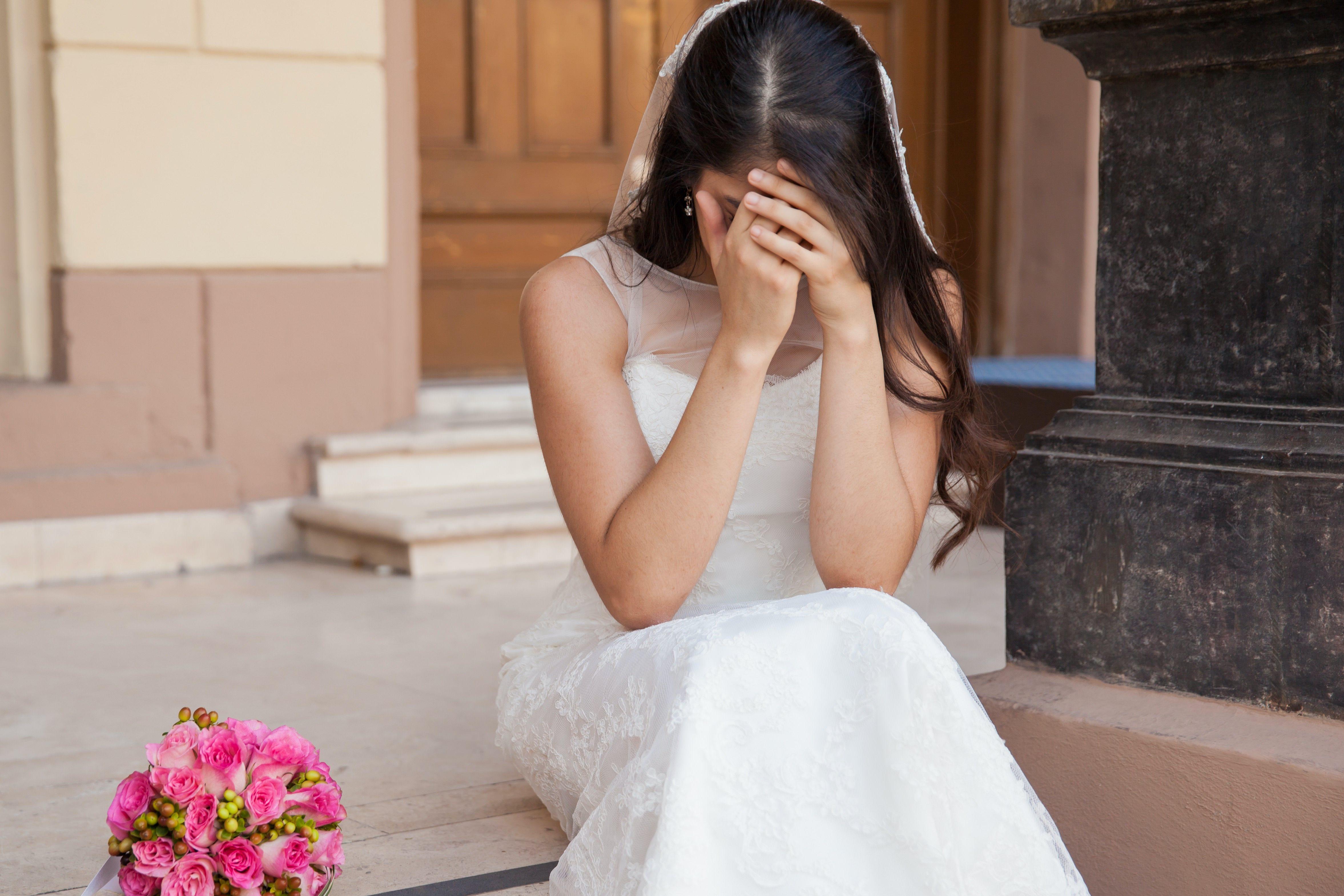 新婦・結婚式・ウェディングドレス
