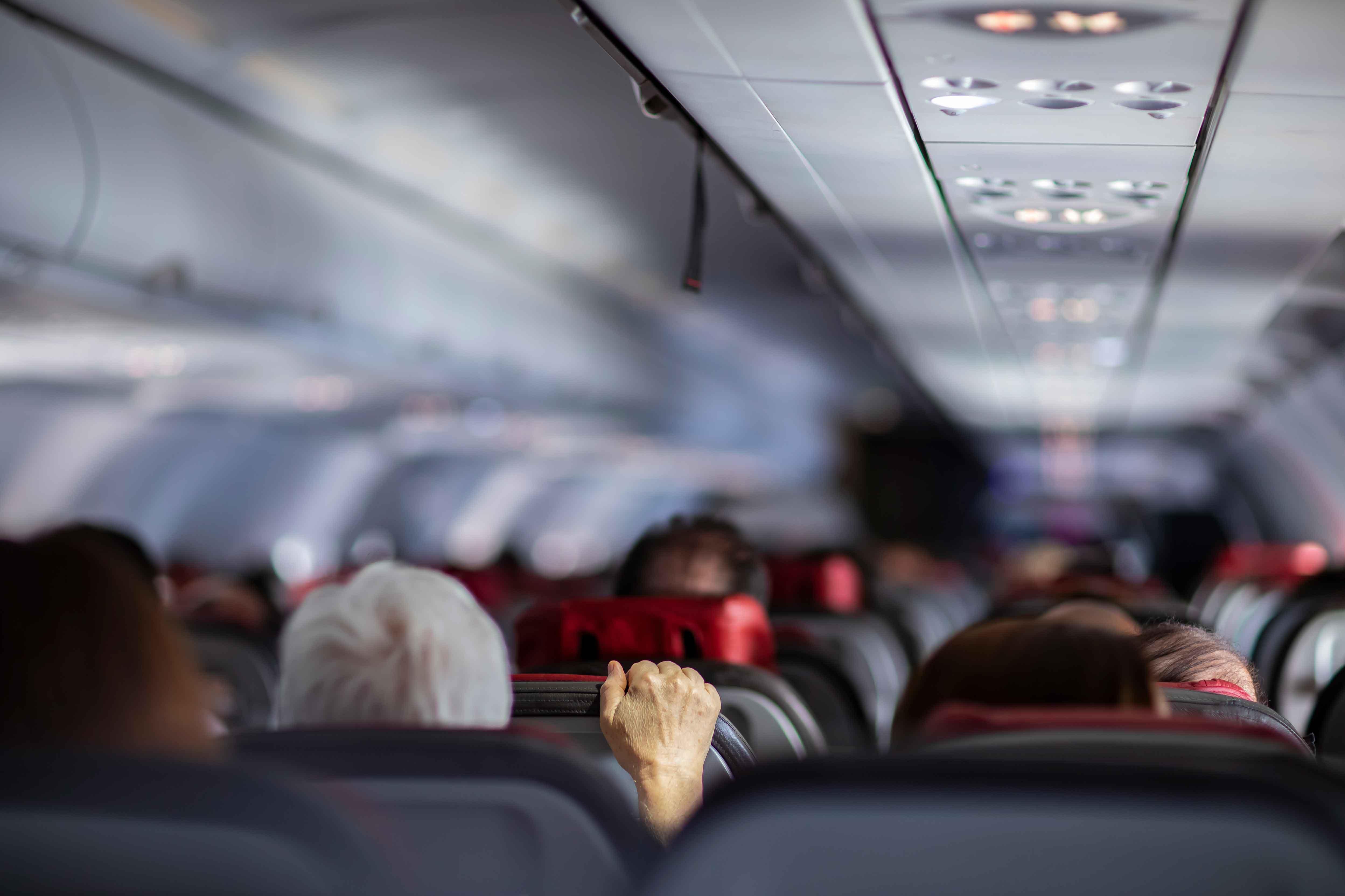 機内トラブル
