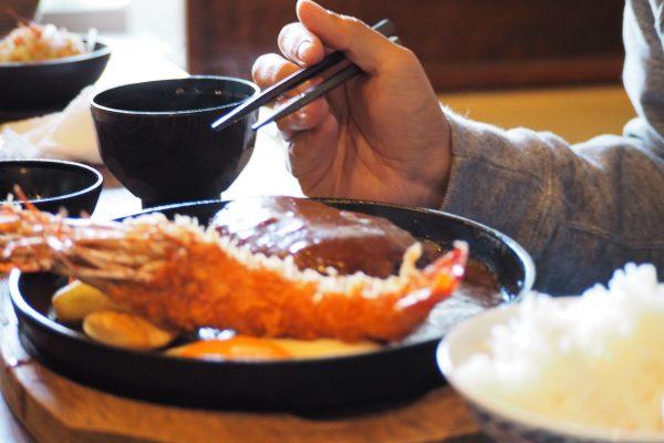 ご飯おかわり自由の定食屋 店員が去った後「客の行動」に絶句