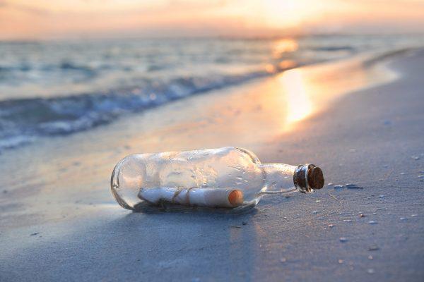 ボトル・手紙・海岸