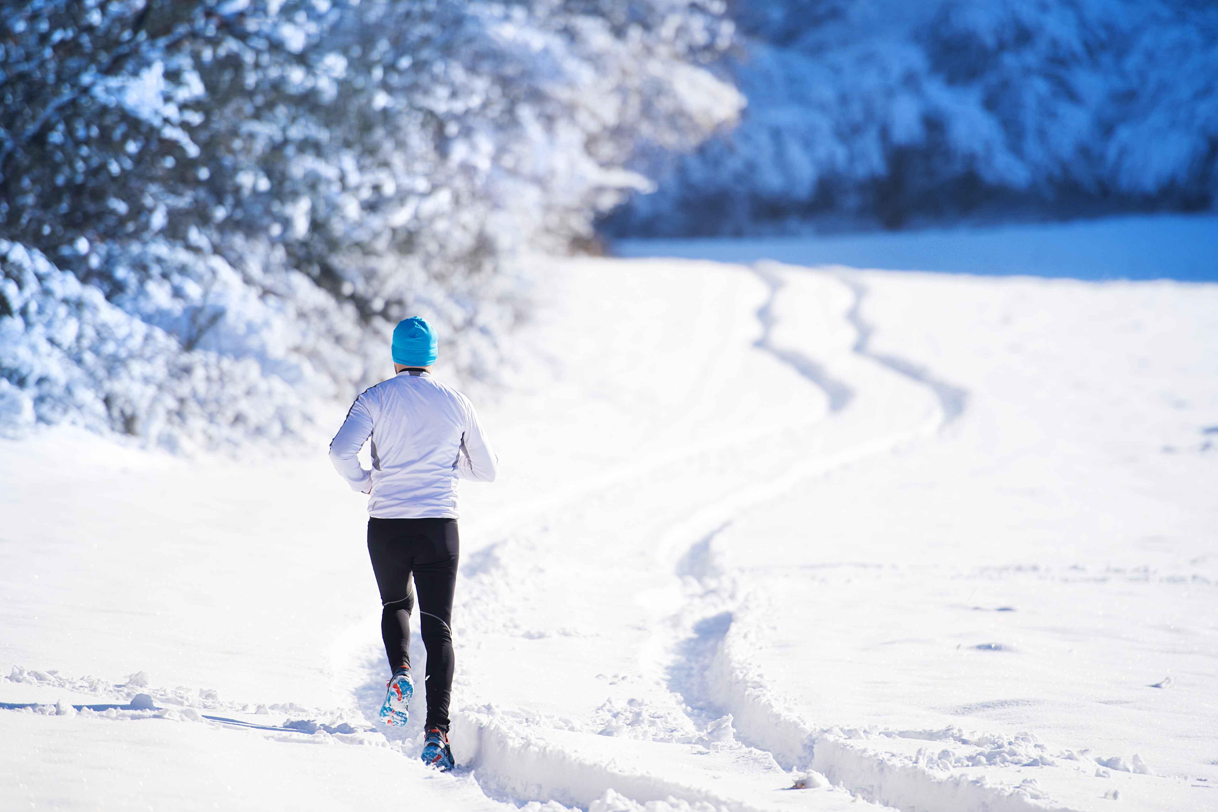 雪道をジョギング