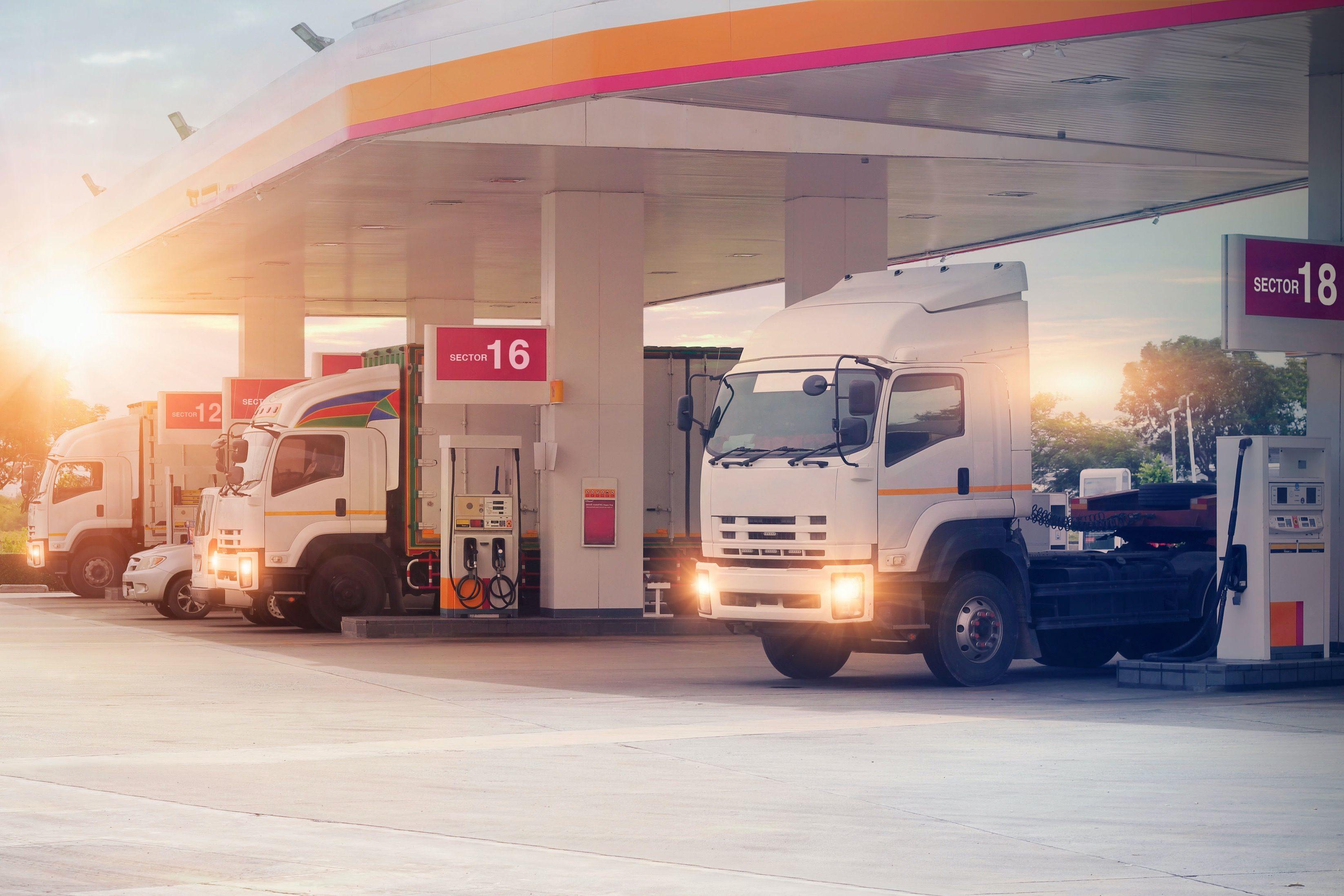 ガソリンスタンド・トラック