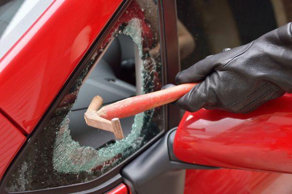 自動車・窓ガラス・割る