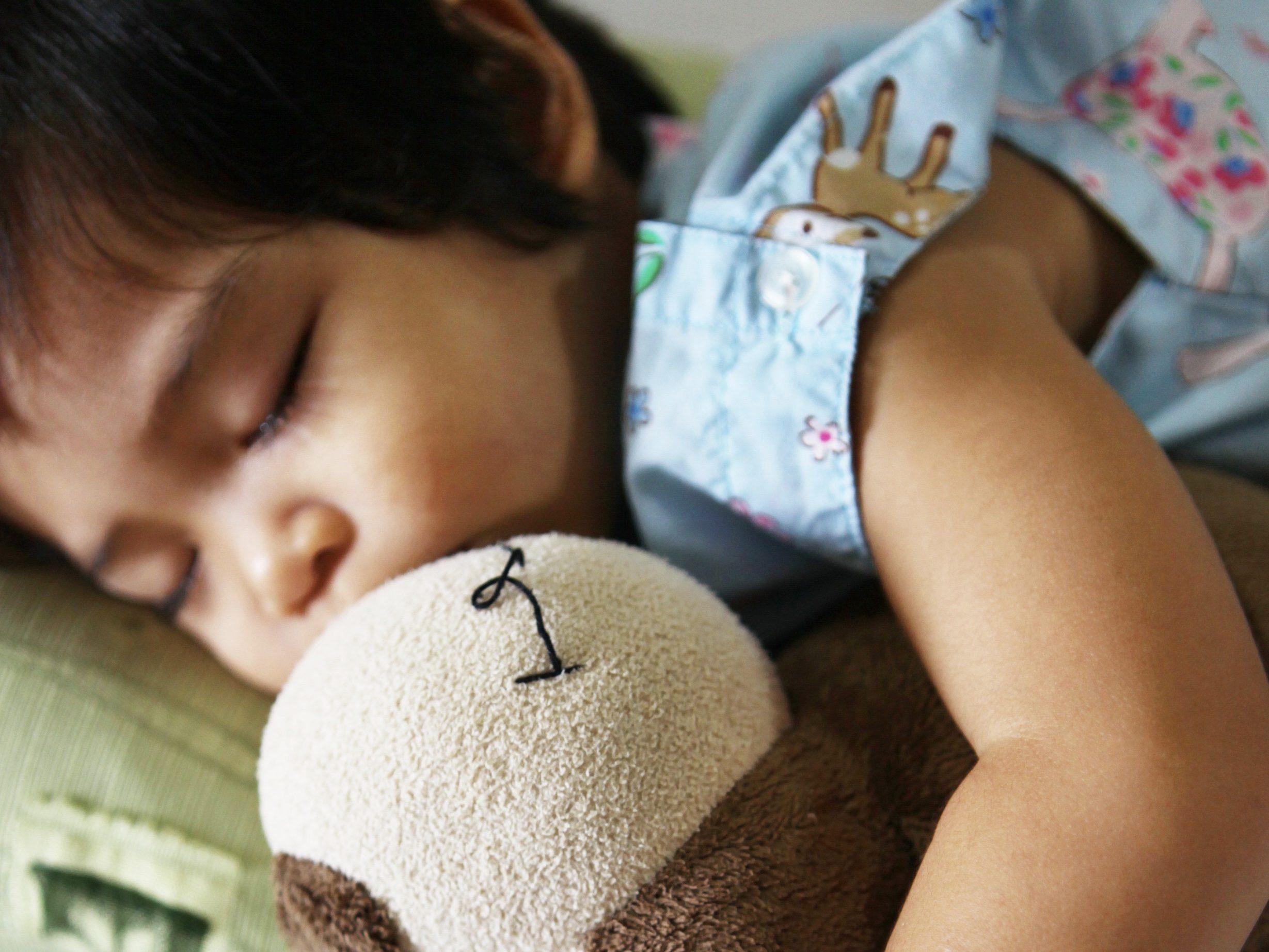 入院中の幼女