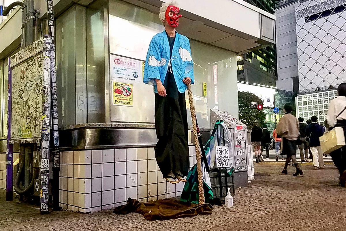 渋谷の街に突如『鬼滅の刃』キャラが… 通りがかった若者ら騒然