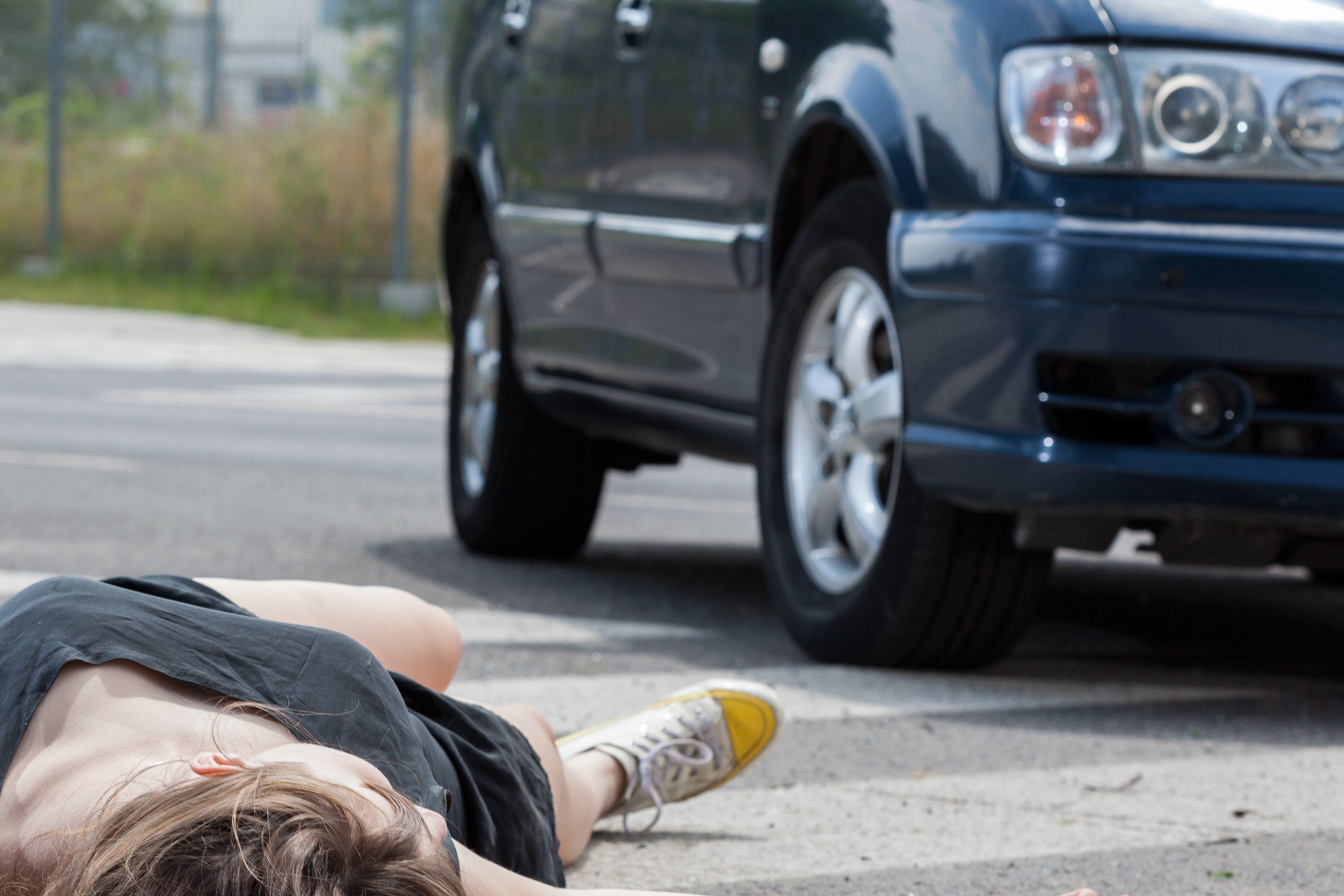 車でひかれた女性