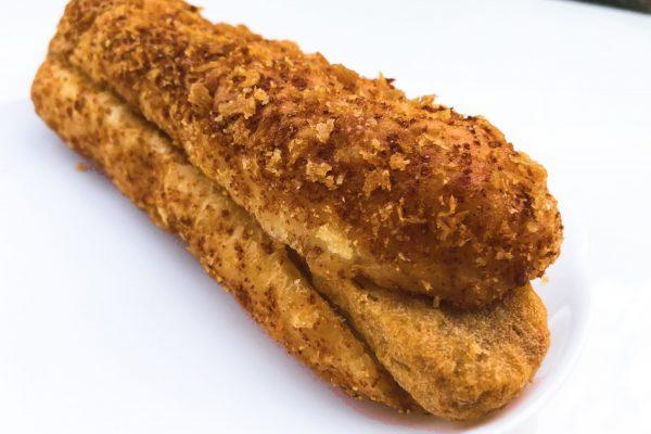 ローソンが長さ19cmの特大バーガーを発売 ネットで「超豪快!」と反響