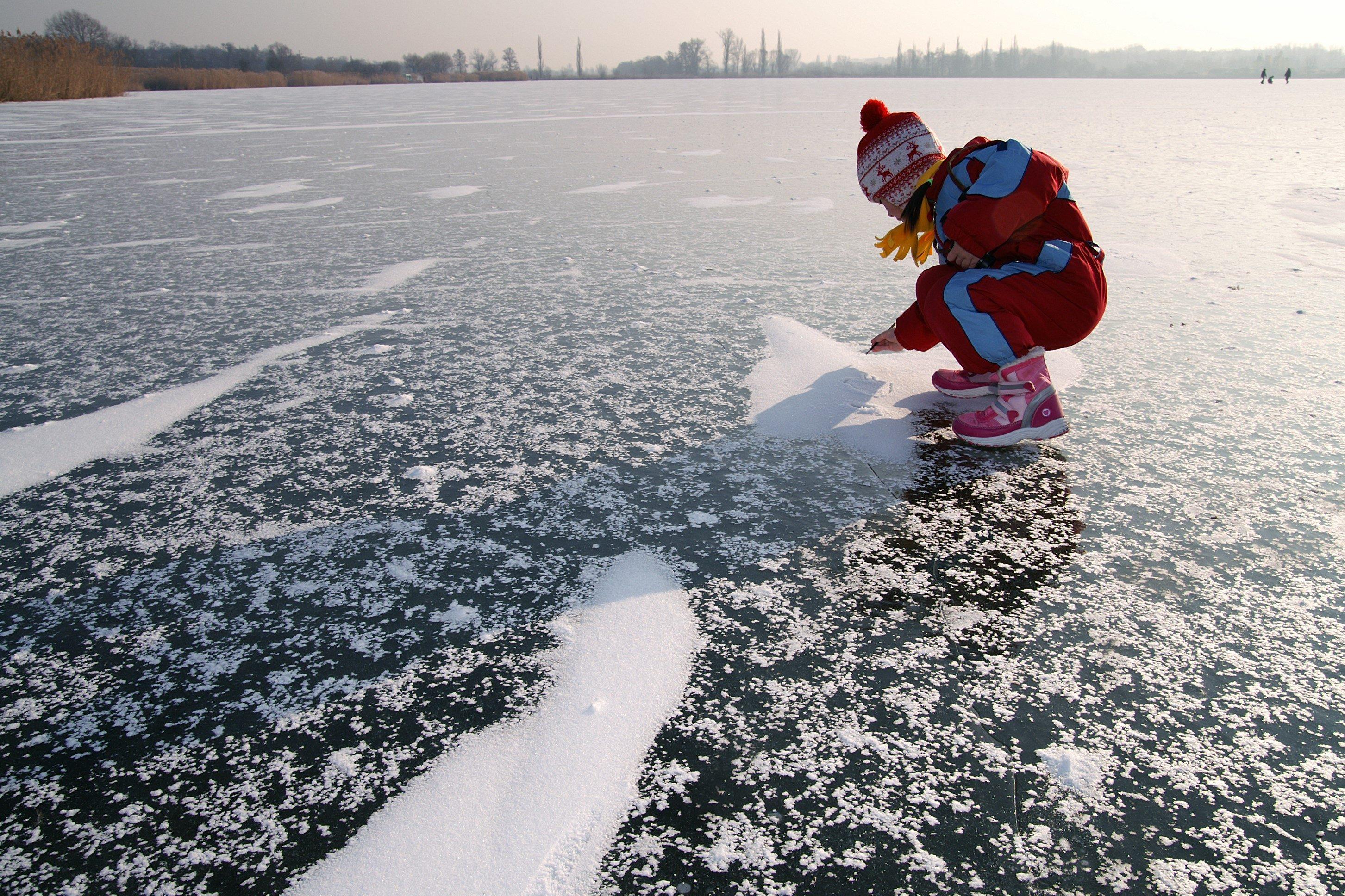 氷・湖・少女