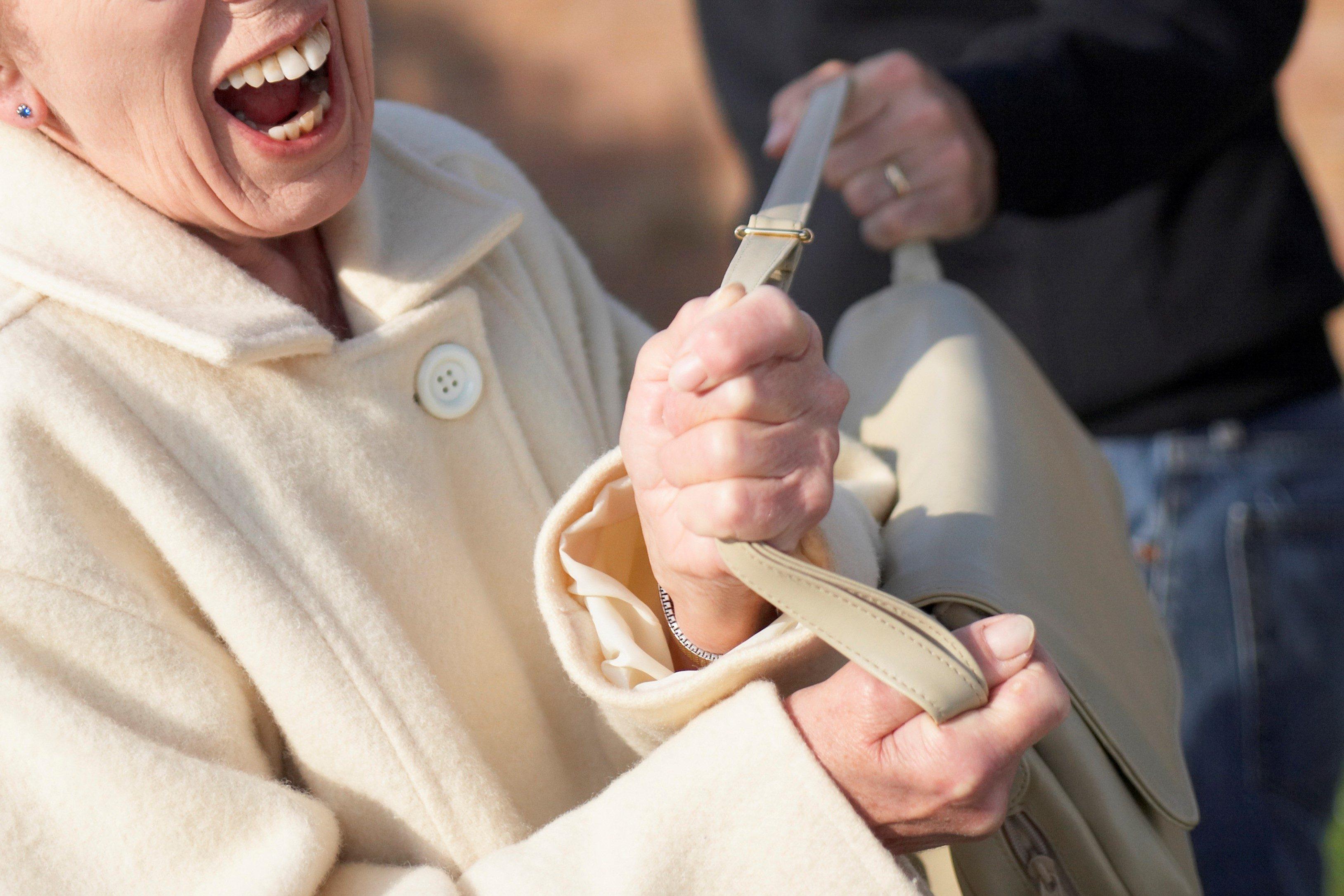 女性・高齢・泥棒