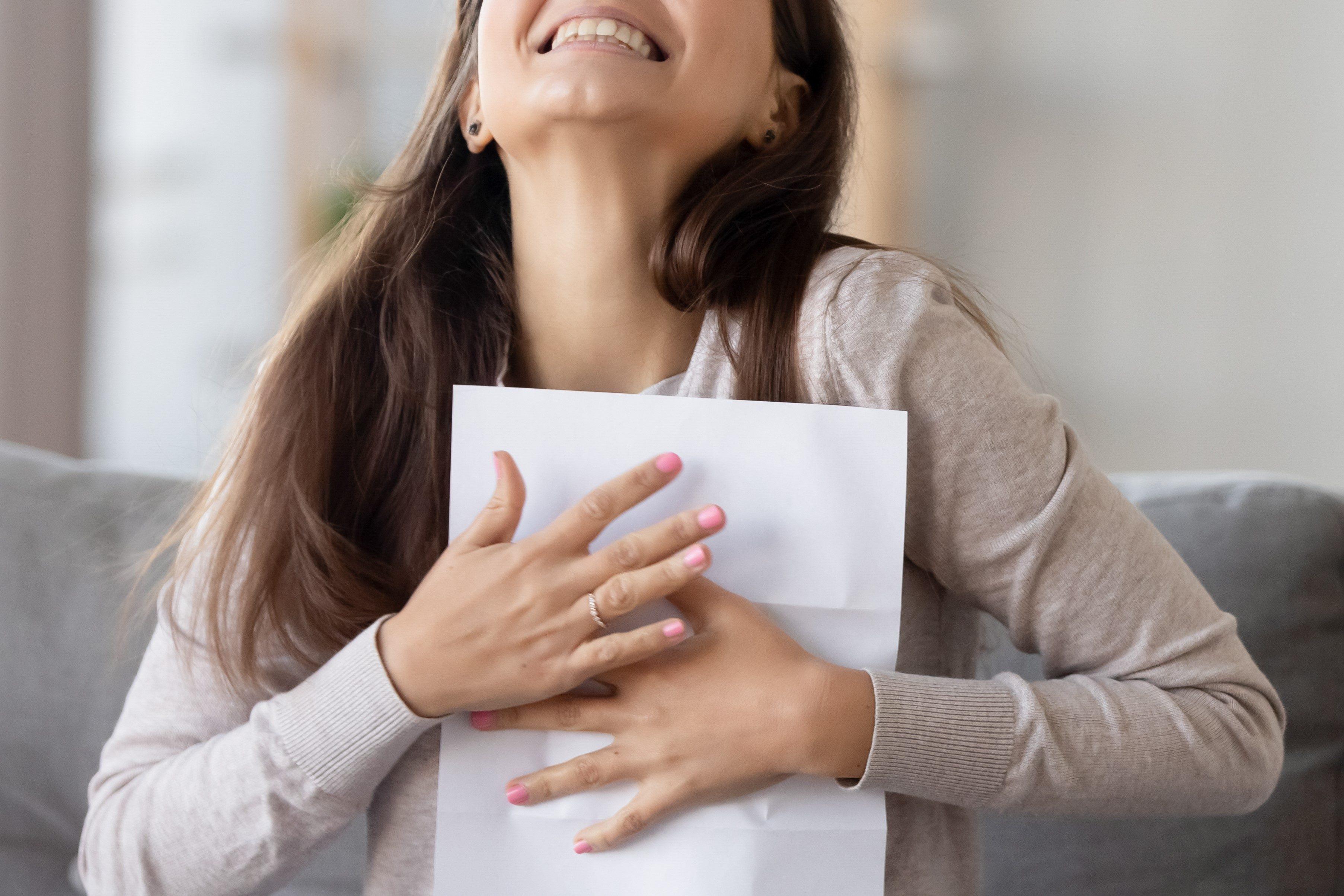 手紙・文通・女性・返事・喜ぶ