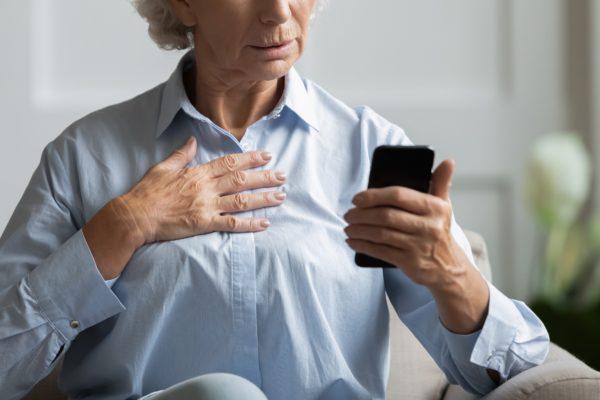 高齢女性・スマホ・スマートフォン