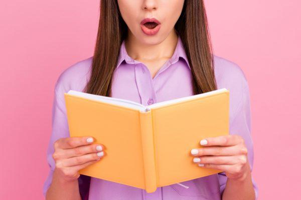 恩師から女生徒へ皮肉まじりの卒業メッセージ 「最低すぎる」とSNSで話題に