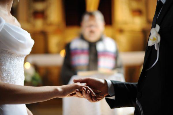 新郎の元妻が「養育費を払って」と結婚式を破壊 初耳だらけの過去に新婦は呆然