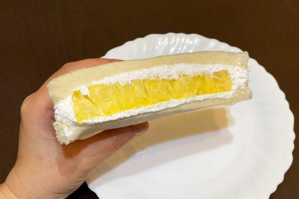 サミット「フルーツたっぷりサンド(台湾産生パイン)」