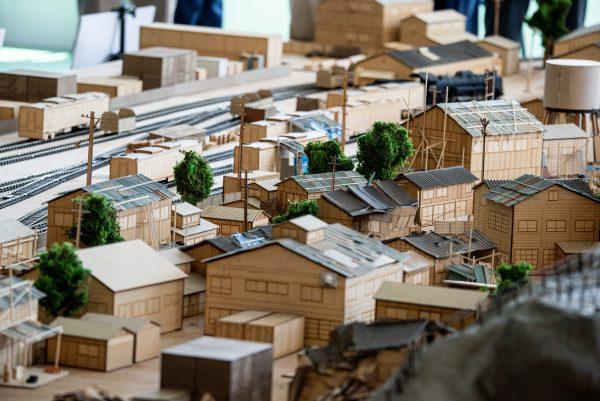 東京・有明のジオラマ美術館、4月10日から全世界注目の「村」登場