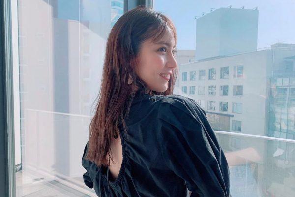 石川恋、かわいい背中ショット披露 『進撃の巨人』最終話にも言及