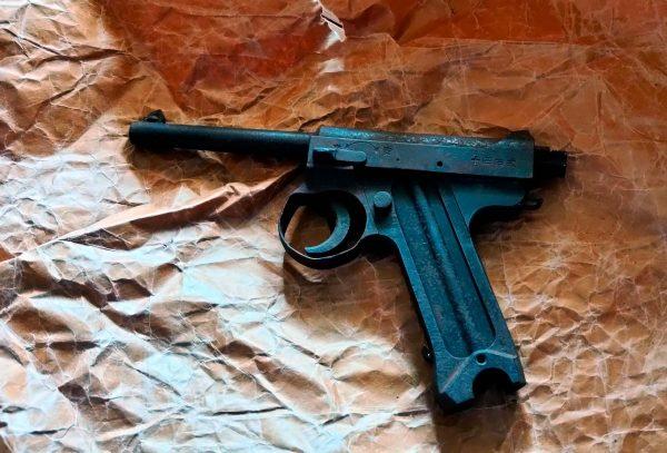 自宅の押入れで拳銃発見・警察出動でネット騒然 発見した家族を直撃