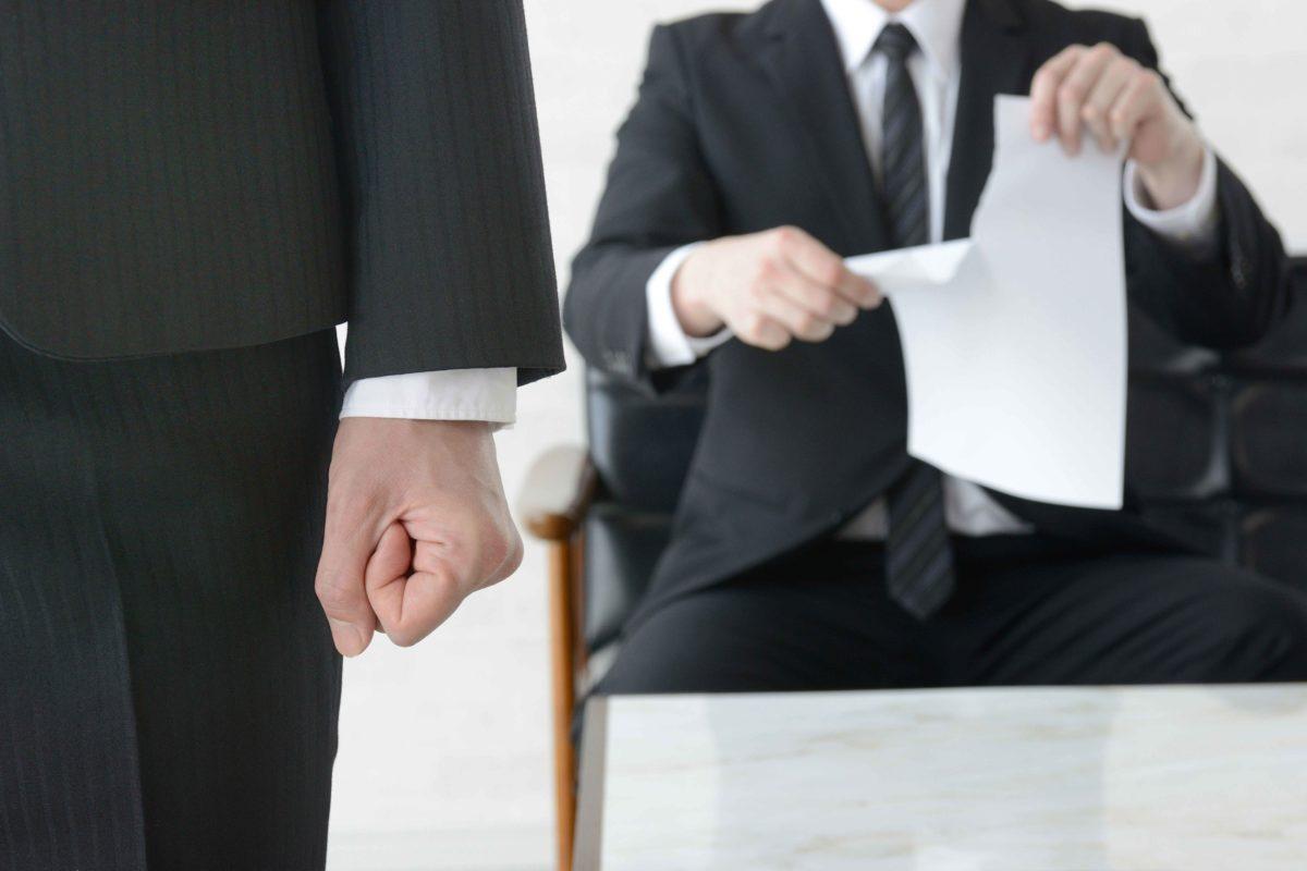 拳を握るビジネスマン