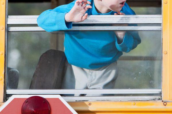 バス・車窓・子供・少年