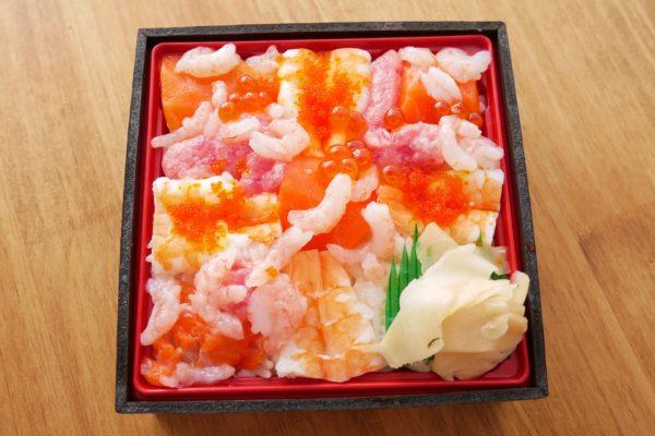 イオン、丼グランプリ優勝の「6種の海鮮丼」がスゴすぎる… 安いのに超贅沢