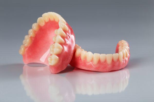 減量手術でスレンダー美女になるとともに総入れ歯に まさかの経緯を女性が告白